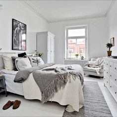 I absolutely love this bedroom!  Bjurfors.se