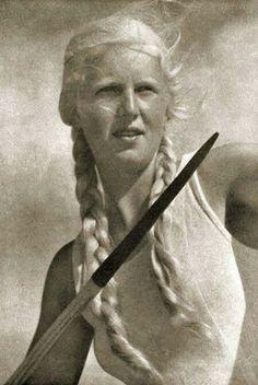 fascist fascism national socialism nazi women natural gorgeous hair styles fashion true beauty ladies girls natsoc ss pretty fashy cuteness chic woman feminine femininity european europa fashie style female europe glorious chick gal dame broad