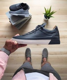 Menswear 'n' more. Nike Slippers, Tenis Casual, Blue Suede Shoes, Outfit Grid, Luxury Sunglasses, Classic Man, Shoe Game, Nike Shoes, Nike Air