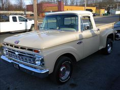 I genuinely fancy this color choice for this Vintage Pickup Trucks, Classic Ford Trucks, Old Ford Trucks, Lifted Chevy Trucks, Vintage Cars, Classic Cars, Ford Falcon, Old Ford Pickups, 1966 Ford F100