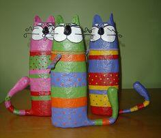 katten met schampooflessen