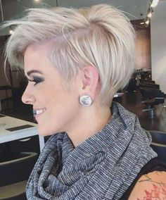 Jan 2020 - Funky short pixie haircut long bangs ideas 25 If you would like a hairdo that is definitely bold, then pixie may be the perfect pick. Pixie haircut is an excellent idea if you're young enough. A pixie haircut is a brief haircut with layers. Pixie Haircut For Round Faces, Short Hair Cuts For Round Faces, Longer Pixie Haircut, Round Face Haircuts, Haircut For Thick Hair, Short Hair Cuts For Women, Long Hair Cuts, Haircut Long, Short Hair Long Bangs