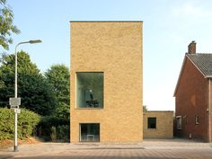 More stripped back brickwork. Woonhuis Bedaux-Nagengast by Bedaux de Brouwer Architecten - News - Frameweb
