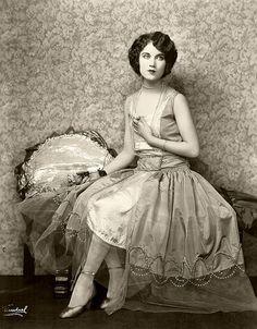 1920's via vintage everyday