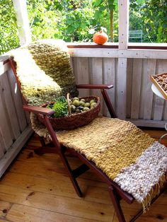 I love this!! woven cushion!