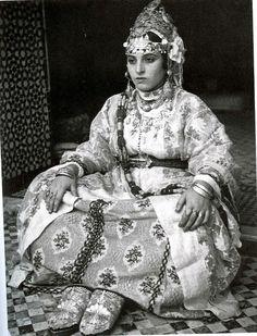 femme en costume de l'Haddara- Fès