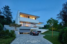 Contemporary two-story house located in Wiesbaden, Germany, designed in 2017 by Alexander Brenner Architects. Modern Modular Homes, Modern Contemporary Homes, Small Modern Home, Modern Style Homes, Modern Bungalow, Modern Architecture House, Residential Architecture, Style At Home, Alexander Brenner