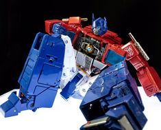 Transformers Masterpiece MP-44 Convoy (Optimus Prime) Original Transformers, Transformers Masterpiece, Transformers Toys, Take Apart, Nightmare On Elm Street, Optimus Prime, Life Design, Illustrations And Posters, Action Figures