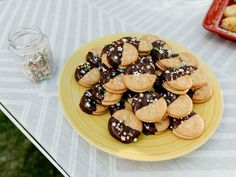 """Miso Caramel Cracker Cookies (Girl Meets Grill) - Molly Yeh, """"Girl Meets Farm"""" on the Food Network. Best Dessert Recipes, Cookie Recipes, Delicious Desserts, Oreo Desserts, Summer Desserts, Sweets Recipes, Plated Desserts, Drink Recipes, Butter Crackers"""