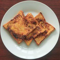 """""""Ini adalah sarapan yang paling saya suka dari ibu saya. Dari SD-saya kerja ibu bikinin saya roti ini, dan dari ngga laper sampe laper dan akhirnya makan on the spot karena enak disajikan panas dan gosong :) Saya biasanya makan ini 2.5 tangkup roti"""" --Elise Kartika. Lihat selengkapnya di http://dapurmasak.com/resep/5230-resep-roti-bakar-tradisional-ala-emak"""