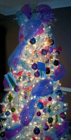 Disney Christmas tree . . . I so want to do this!!!