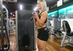 Exercício: Rosca Invertida na Polia. Grupos musculares: Antebraço, Bíceps…