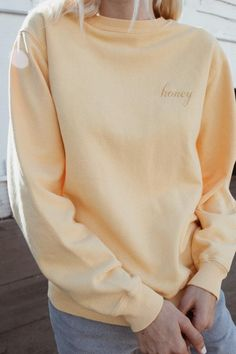 Brandy Melville -- Erica Honey Embroidery Sweatshirt - Pullovers - Sweaters - Clothing