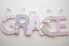Holz Kinderzimmer Buchstaben - Custom hängende Wand Buchstaben - Classic Rosa und grau Theme - baby Dusche, Baby Kinderzimmer, Kinderzimmer auf Etsy, 9,06€