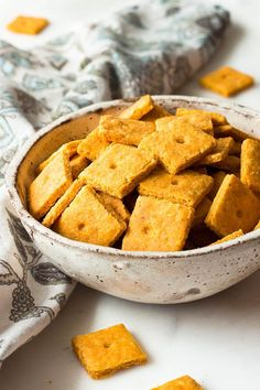 These low carb cheddar cheese crackers are flaky and crispy like the real thing. Keto.