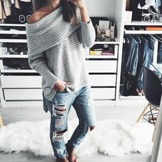 Cozy and comfy off the shoulder sweater. This ca… Casual Loose Strapless Sweater. Cozy and comfy off the shoulder sweater. This can be worn with joggers, jeans or leggings! Knit Fashion, Sweater Fashion, Women's Fashion, Fashion Trends, How To Wear Joggers, Pullover Mode, Dressing, Off Shoulder Sweater, Casual Sweaters