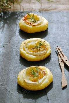 Goat cheese, honey and rosemary tartlets, for aperitif Fingers Food, Vegetarian Recipes, Cooking Recipes, Fingerfood Party, No Salt Recipes, Snacks, Appetisers, Antipasto, Appetizer Recipes