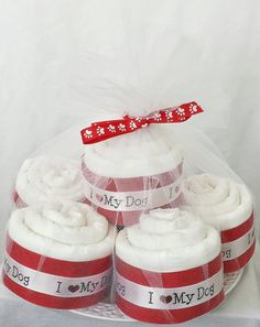 This handcrafted White I Love My Dog Pupcake Set is the perfect gift for a puppy! Each Pupcake is fashioned into a cupcake from a single training