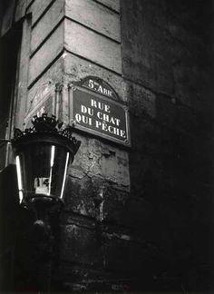 Robert Doisneau, Rue du Chat qui Pêche, Paris, 1950.