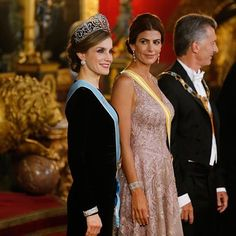 Queen Letizia during the gala dinner in honor of the President of Argentina Mr. Mauricio Macri, and his wife Mrs. Juliana Awada.👗 : Felipe Varela  👠 : Magrit  💎 : Tiara - Ansorena, Earrings - Ansorena, Brooch - Ansorena, Twin Bracelets - Cartier