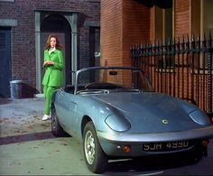 Diana Rigg as Mrs. Emma Peel, and her 1967 Lotus Elân Series in 'The Avengers' 14 April 1967 episode 'Epic' Emma Peel, Fiat 500, Classic Tv, Classic Cars, Lotus Elan, Dame Diana Rigg, Celebrity Cars, Automobile, Roadster