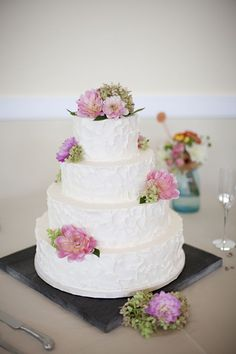 textured cake...love! looks so much more yummy than fondont.