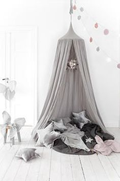 Sengehimmel (Silver Grey Canopy Bed by Numero Ideas Para Organizar, Creation Deco, Canopy Tent, Canopies, Playroom Decor, Decoration Design, Wall Wallpaper, Temporary Wallpaper, Watercolor Wallpaper