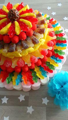 Gâteau de bonbons.  Tuto par ici:  http://mylittlecrea-ag.blogspot.fr/2014/02/gateau-de-bonbons.html