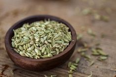 There are a number of fennel seed therapies for lose weight that can be useful to see good results during the diet. It is interesting to recommend taking fennel seeds to cope with anxiety, improve digestion and promote metabolism. Remedies For Dry Mouth, Home Remedies For Acidity, Natural Remedies For Gas, Benefits Of Fennel, Health Benefits, Fennel Tea, Fennel Seeds, Natural Herbs, Natural Health