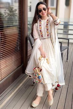 Indian Fashion Dresses, Indian Gowns Dresses, Dress Indian Style, Pakistani Fashion Casual, Pakistani Dress Design, Indian Designer Outfits, Pakistani Dresses, Indian Outfits, Anarkali Dress