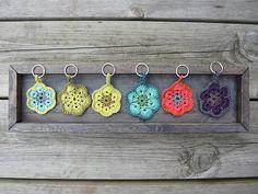 28 Best Ideas For Crochet Keychain Simple Key Chains Marque-pages Au Crochet, Crochet Mignon, Crochet Motifs, Crochet Amigurumi, Love Crochet, Crochet Gifts, Crochet Patterns, Hexagon Crochet, Crochet Keychain