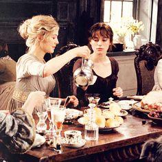 Rosamund Pike (Jane Bennet) & Keira Knightley (Elizabeth Bennet) - Pride & Prejudice (2005) #janeausten #joewright