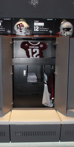 University of Alabama (College Football) Alabama College Football, University Of Alabama, Soccer Locker, Skating Rink, Texas A&m, Sports Training, Woodworking Projects Diy, Paintball, Dressing Room