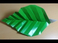 How to make an Origami Marigold Leaf Instructions / Tutorial / Instructions Designed by Toshikazu Kawasaki Tutorial by Mica My paper : Origami paper Origami Gifts, Origami Paper, Paper Leaves, Paper Flowers, Origami Leaves, Quilling Craft, Creative Outlet, Marigold, Decoupage