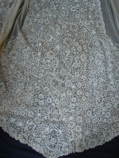 CIRCA 1860's,MAGNIFICENT BRUSSELS LACE CATHEDRAL OVAL VEIL