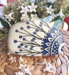 Güzel arkadaşımın evini süsleyen mavilimiz @yesimsolakk #tasboyama #çinideseni #mavi #paintingstone #stoneart #rockpainting #blue #instalike #nature Reposted Via @tasdanbysibel