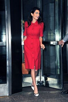 Street Style Celebrity: Amal Alamuddin in New York Business Casual Outfits For Women, Stylish Work Outfits, Classy Outfits, Work Dresses For Women, Clothes For Women, Amal Alamuddin Style, Best Prom Dresses, Luxury Dress, Classy Women