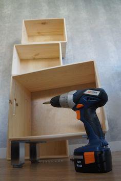 BLOG DIY con tutoriales para customizar nuestra ropa, complementos y decoración de nuestra casa Wood Boxes, Drill, Blog, Home, Diy Decorating, Tutorials, Wood Crates, Wooden Crates, Hole Punch