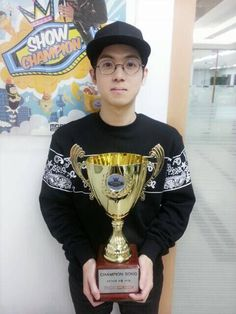 Mad Clown wins with 'Without You' on 'Show Champion' | http://www.allkpop.com/article/2014/04/mad-clown-wins-with-without-you-on-show-champion
