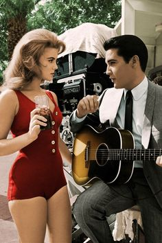 Ann-Margret and Elvis Presley Ann Margret rehearse the duet they are to sing in the film VIVA LAS VEGAS Lisa Marie Presley, Natalie Wood, Vintage Hollywood, Classic Hollywood, Hollywood Star, Hollywood Glamour, Tennessee, Ann Margret Photos, Photo Star