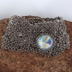Beadwoven bracelet net nickel with Swarovski crystal. by Renarta