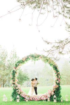 Trend We're Loving: Circle Installations! | Brides