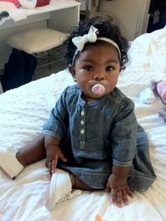"""blasian baby <3  This is going around with false information.   This gorgeous baby if fully African American both parents are African American.  I hate seeing post like this just bc she has chinky eyes and """"good hair"""" does not make her mixed.  Love Chocolate babies"""
