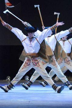 Slovak folk dance performed by Lúčnica! Artistic Lúčnica was founded in 1948 and has three components: a dance, a choir and an orchestra. Lúčnice was founded by choreographer Olga Chodáková. Bratislava, Shall We Dance, Lets Dance, Folk Costume, Costumes, Art Populaire, Heart Of Europe, Folk Dance, Modern Dance