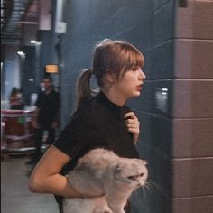 Taylor Swift // Miss Americana Taylor Swift Cat, Long Live Taylor Swift, Taylor Swift Songs, Taylor Swift Pictures, Taylor Alison Swift, Barney And Robin, Estilo Selena Gomez, Taylor Swift Wallpaper, Swift Photo