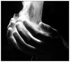 """A veces vivimos experiencias mágicas... amas, proteges, hablas con la mirada transmitiendo tus sentimientos, con una caricia estremeces su cuerpo, con un beso...todo se hace inolvidable... pero...un día te das cuenta de que todo se lo lleva el aire... todo, como """"humo"""" que fue..."""