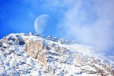 Il bacio tra il Monte Chaberton e la Luna (Federico Milesi) ---------- 📸 Federico Milesi Foto #fotodelgiorno 9 dicembre 2020 #myvalsusa 1805 Mount Everest, Mountains, Travel, La Luna, Viajes, Destinations, Traveling, Trips, Bergen