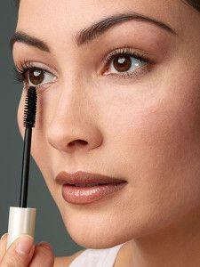 a0c417fed3b How to Apply Bottom Lash Mascara – Lower Lash Mascara Tips and Secrets    BeautyHows #