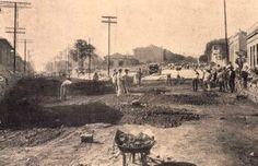 1928 - Rua Guaicurus, no bairro da Lapa, sob processo de calçamento.