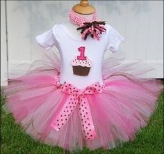For Morgans 1st birthday! perfect for a cupcake party and I can make this